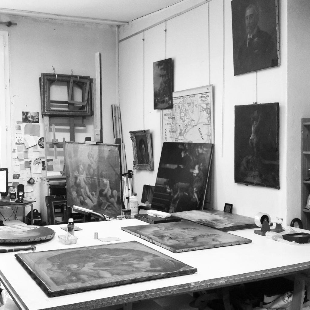 Intervention de conservation restauration d'œuvres d'art en atelier à Paris : tableaux, peinture, acrylique, huile sur toile, rentoilage, doublage